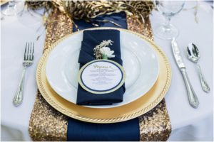 3_gold-chargers-navy-napkins
